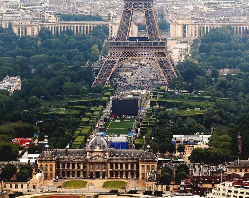 Ekipy kręcące filmy na ulicach miasta blokują Paryż