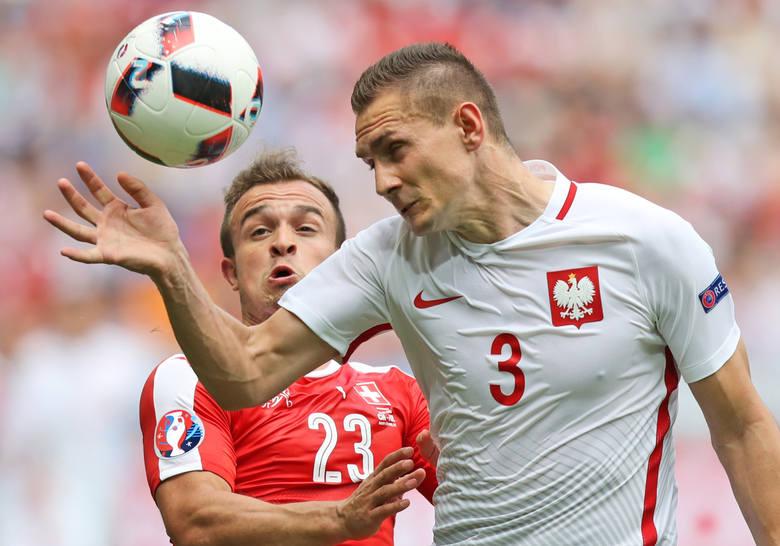 """Piłkarze po meczu ze Szwajcarią: Z pokorą """"jedziemy"""" dalej"""