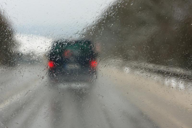 Synoptycy ostrzegają przed marznącymi opadami deszczu