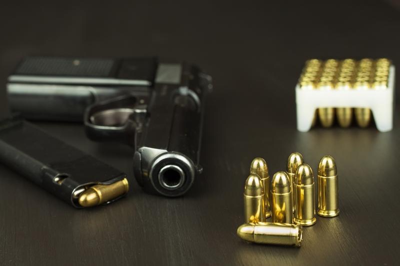 Funkcjonariusz Urzędu Celnego aresztowany za nielegalną sprzedaż broni