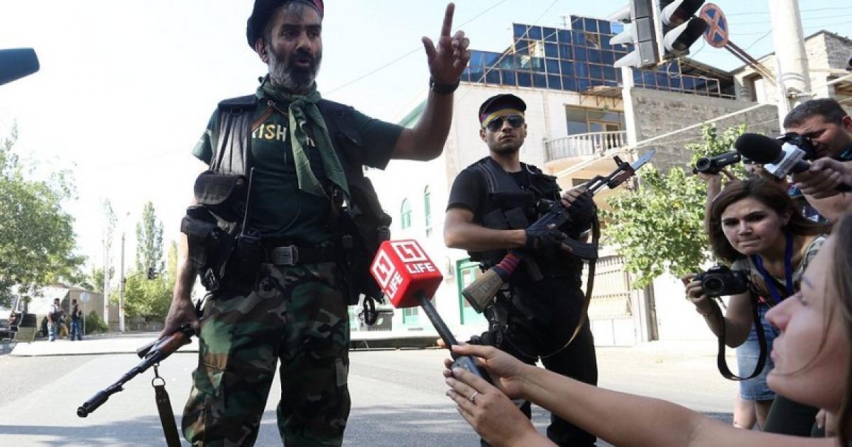 Terroryści w Erywaniu złożyli broń