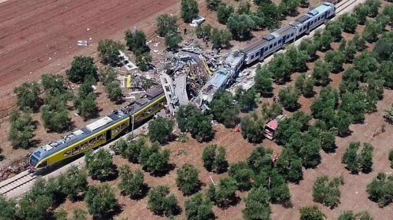 Włochy: Czołowe zderzenie pociągów na południu kraju, co najmniej dziesięć osób zginęło