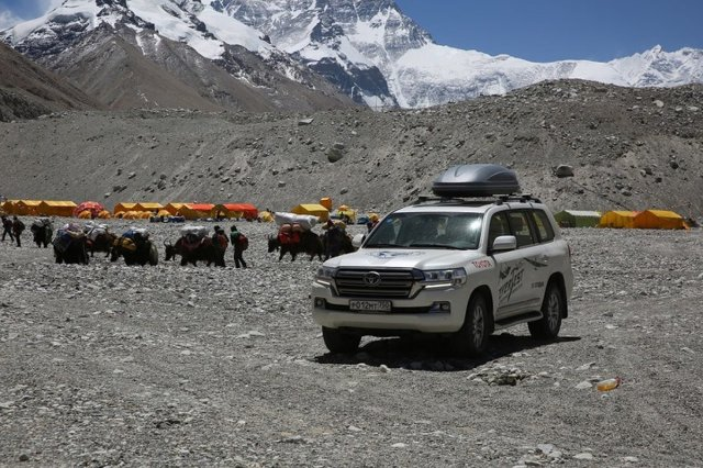 Toyotą Land Cruiser na Mount Everest