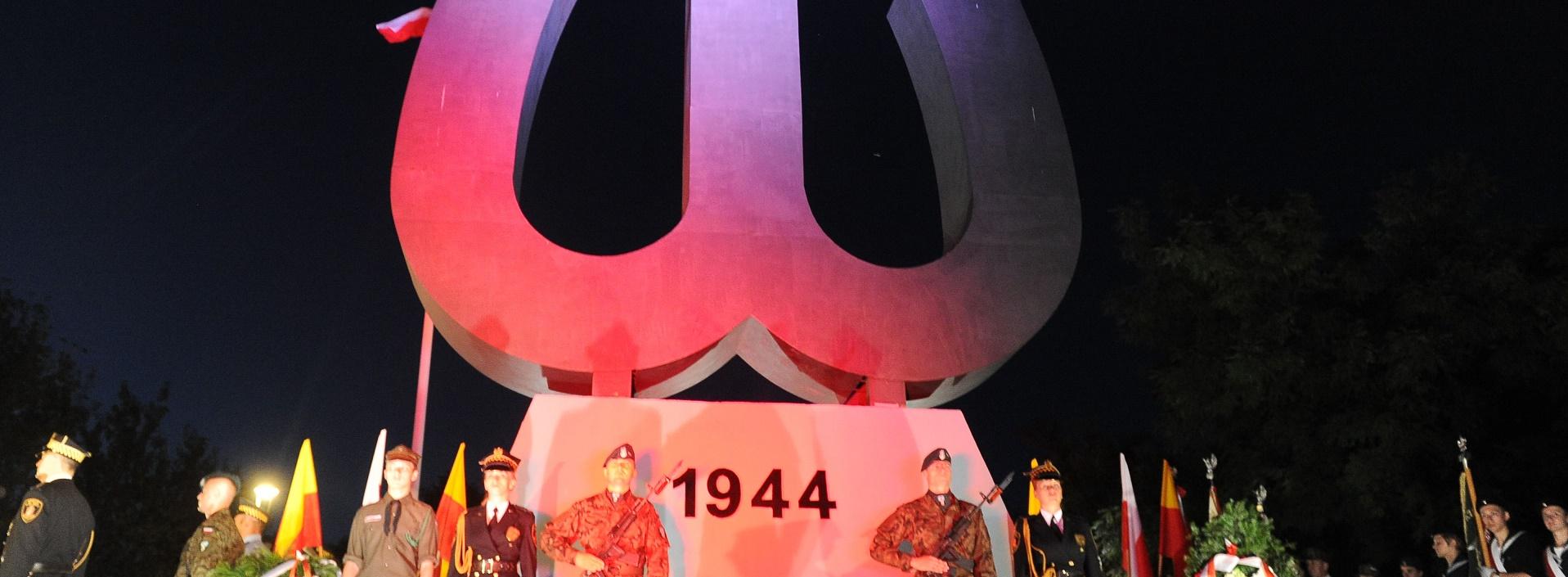 O powstańczym zrywie warszawiaków pamięta amerykańska Polonia.