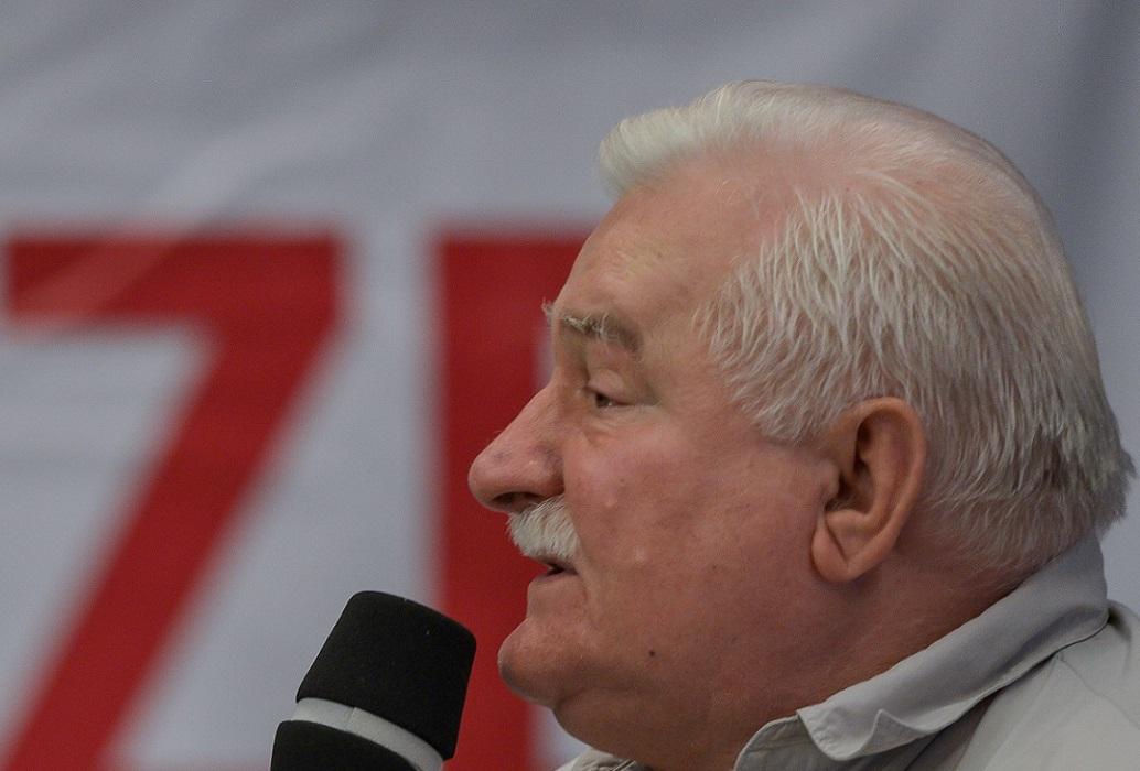 Protest przed Sądem Najwyższym. Wałęsa: 100 tys. to was tu nie ma, trzeba się rozmnożyć…