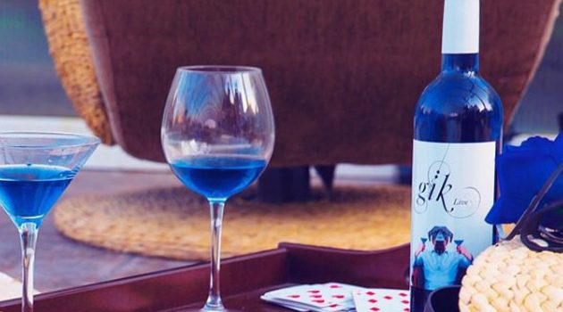Niebieskie wino jeszcze w tym roku pojawi się w sprzedaży w USA
