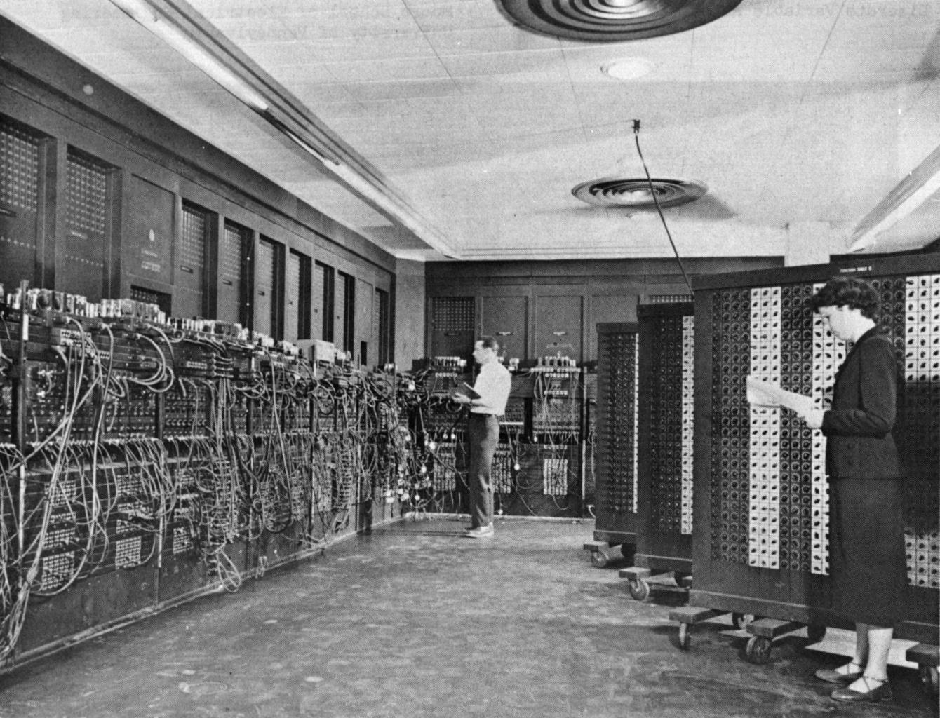 Od 27 ton do 2 kg – Komputer wczoraj i dziś