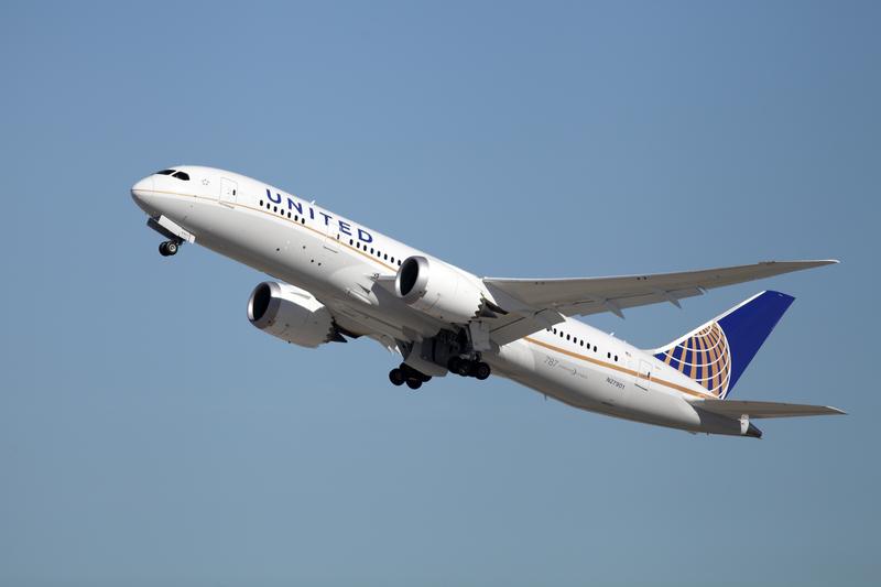 Kupiła dla dziecka bilet, a musiała je trzymać na kolanach. United Airlines przeprasza