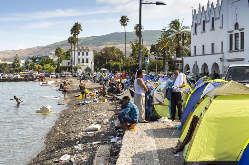 Więcej migrantów na greckich wyspach. Po zarejestrowaniu się otrzymują 400 euro miesięcznie