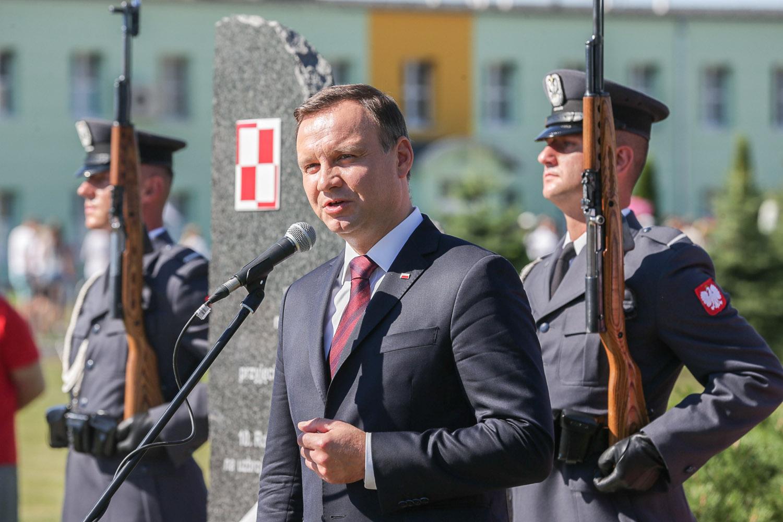 Uroczystości w Krzesinach. Odsłonięto tablicę Lecha i Marii Kaczyńskich oraz pomnik  gen.Błasika