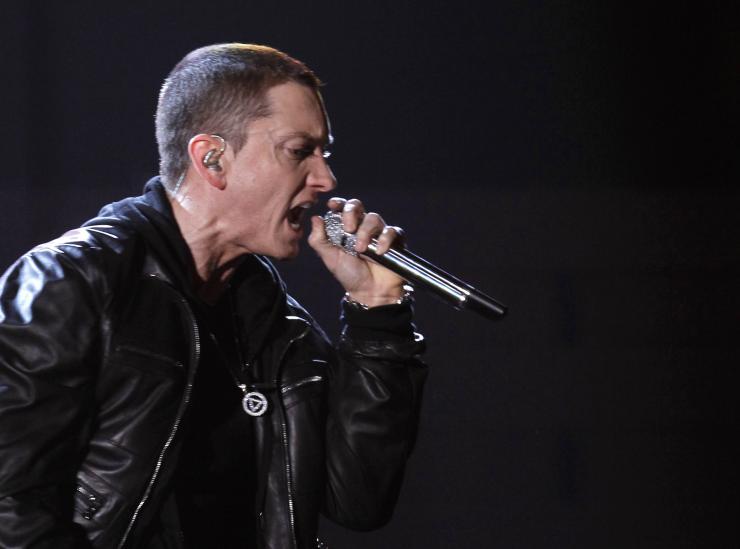 Eminem pomaga zbierać plecaki dla potrzebujących dzieci