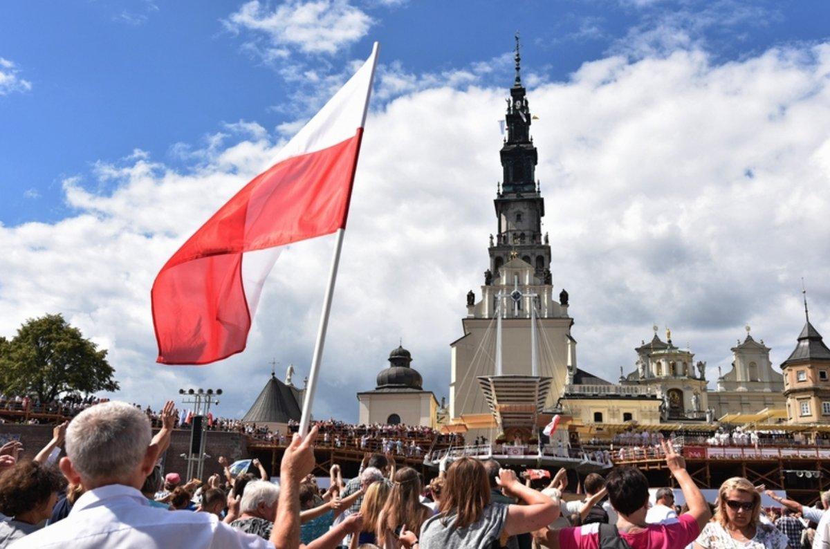 Abp Jan Pawłowski: Na Jasnej Górze bije serce polskiej wolności