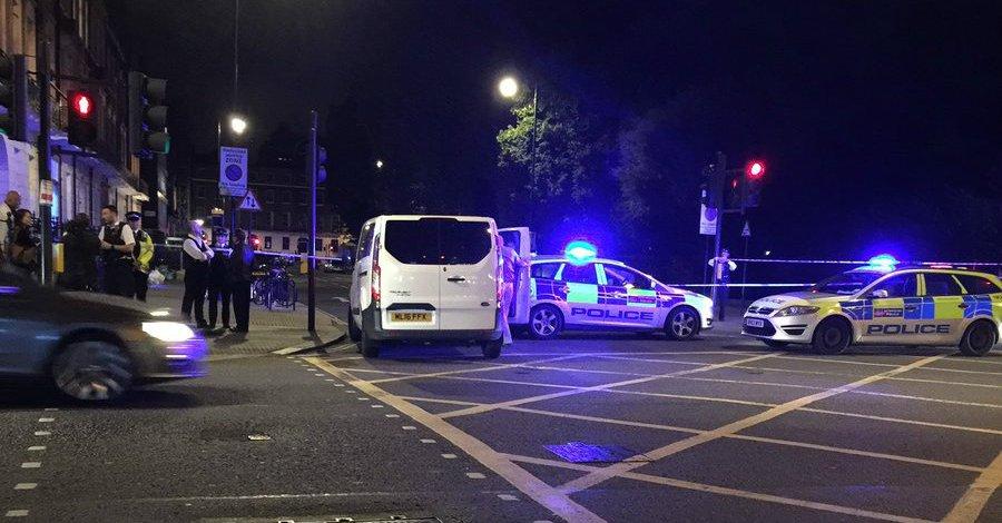 Atak nożownika w Londynie. Zginęła kobieta, pięć osób zostało rannych