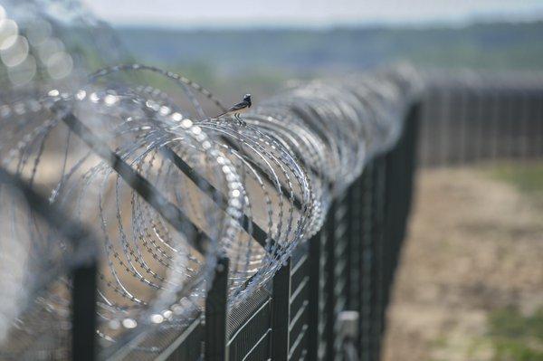 Węgry ukończyły budowę drugiego ogrodzenia na granicy z Serbią