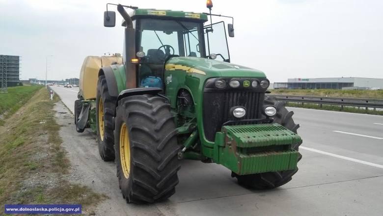Wywrócił się traktor, mężczyzna nie żyje