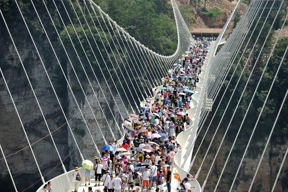 W Chinach otwarto najwyższy i najdłuższy szklany most na świecie