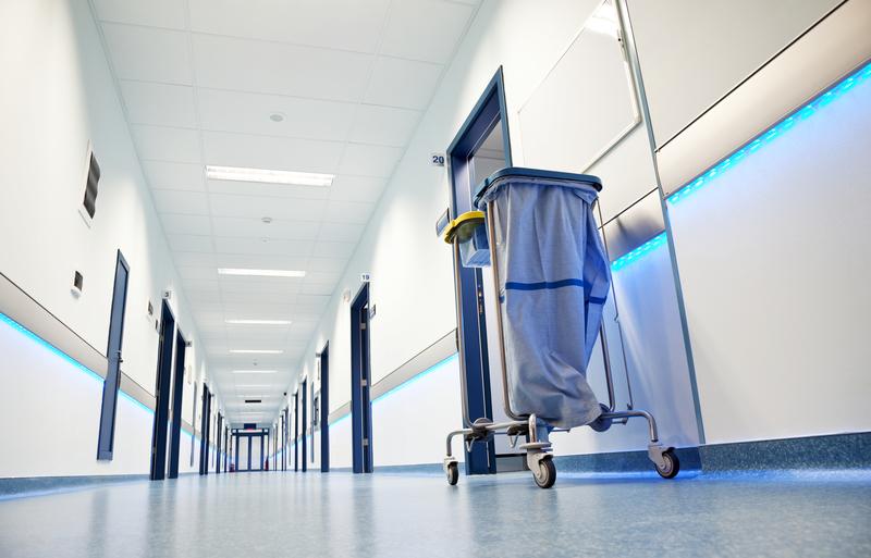 Świdnica: 33-latek odnaleziony martwy za szpitalem. Są wyniki sekcji zwłok