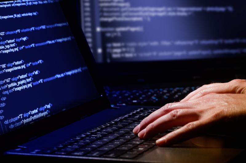 Kampania wyborcza Emmanuela Macrona celem cyberataków z Rosji