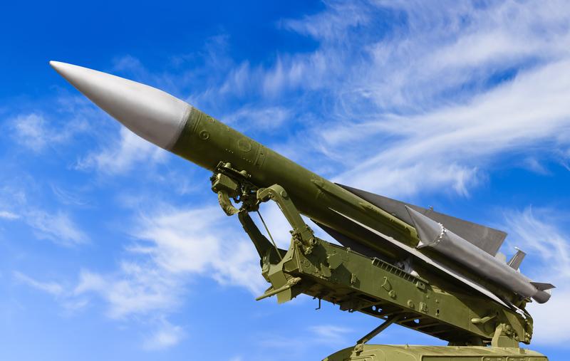 Syryjskie władze informują o co najmniej 30 pociskach wystrzelonych na bazy wojskowe