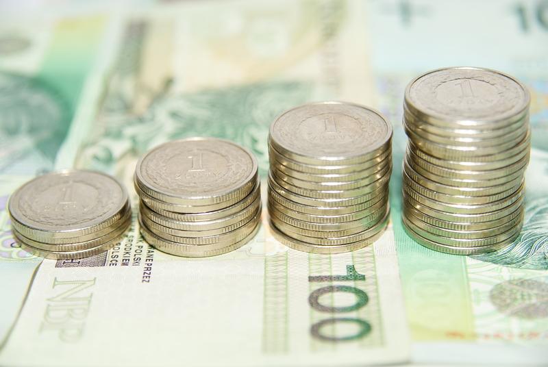 Polacy spłacają długi średniej i małej wartości