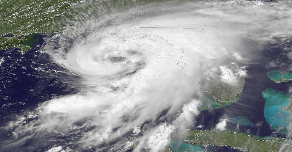 Dorian znów huraganem 3 kategorii. Mocno przybrał na sile