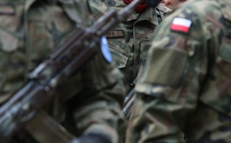 Oficerowie 15. Giżyckiej Brygady Zmechanizowanej pobili policjantów
