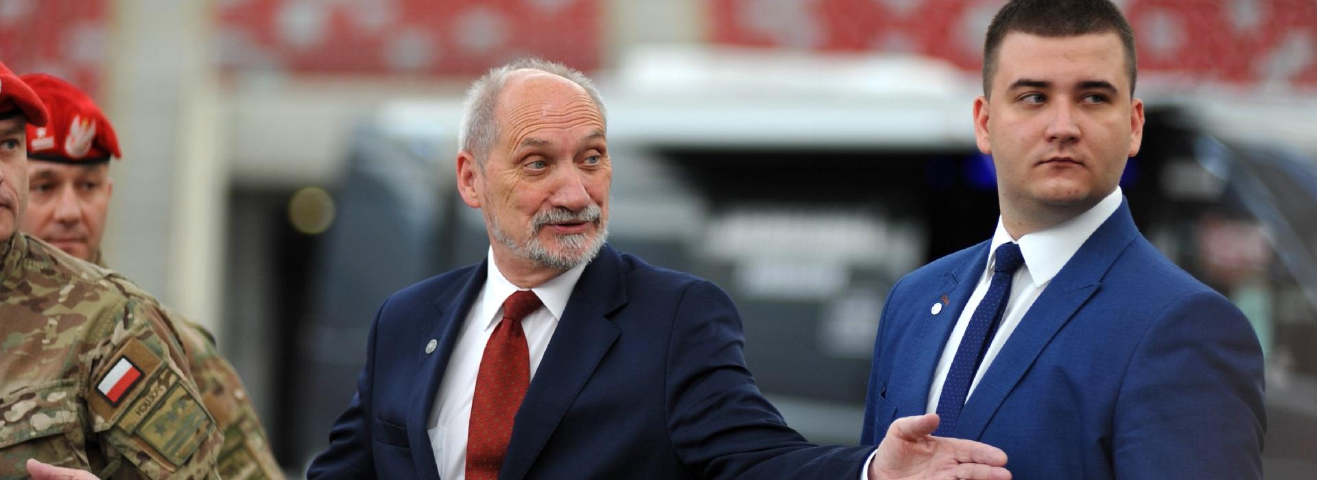 Skandal w MON: Bartłomiej Misiewicz prowadził odprawę z oficerami