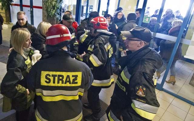 Gaz łzawiący we włocławskim supermarkecie – ewakuowano ponad sto osób