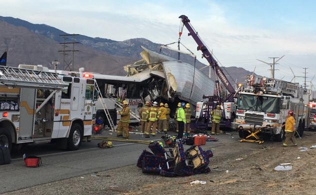 13 osób zginęło w wypadku autokaru w Kalifornii