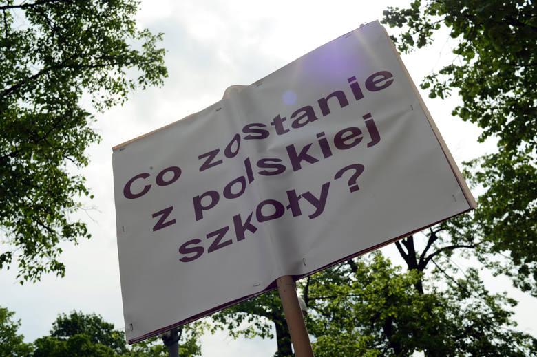 Rząd apeluje o załagodzenie protestu w czasie egzaminów. Co na to ZNP?