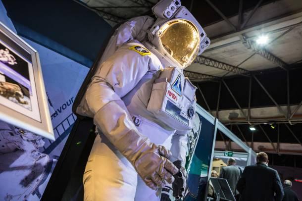 Rosja oferuje turystom spacer w kosmosie za sto milionów dolarów!