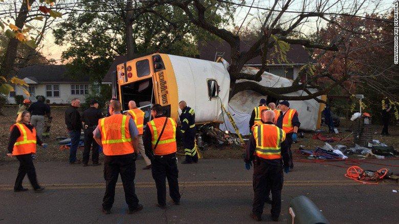 Wypadek szkolnego autobusu w Tennessee – 6 ofiar śmiertelnych, 23 ranne