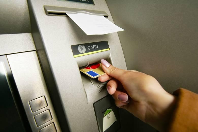Lublin. Znalazł portfel z kartami do bankomatu i go sobie wziął. Wypłacił ponad 16 tys.