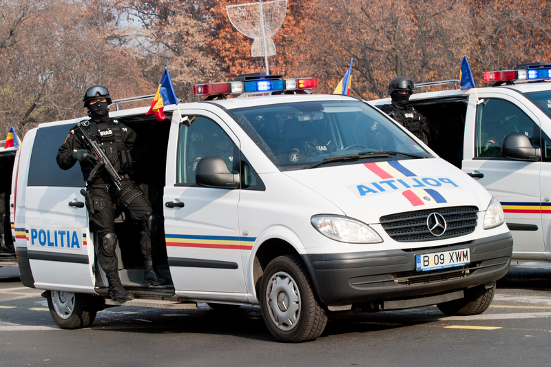 60 polskich pseudokibiców, uzbrojonych w pręty i maczety, zatrzymała rumuńska policja