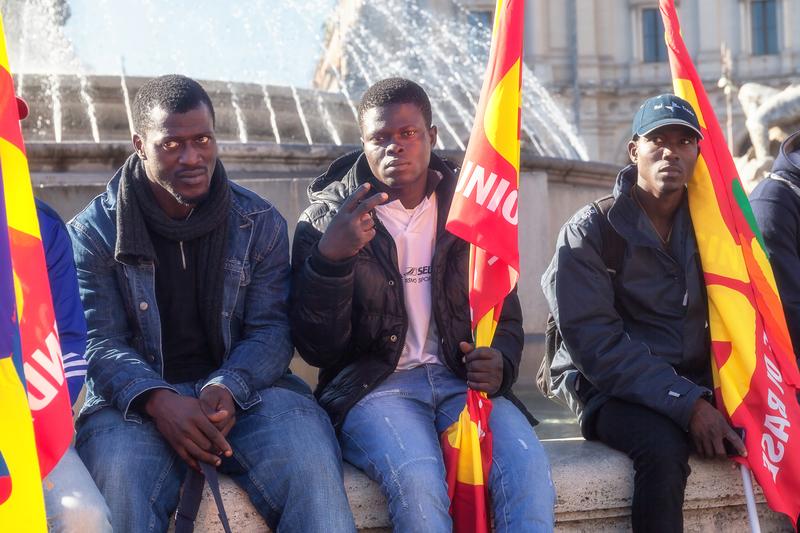 Francja: Ewakuacja obozu na dziko nielegalnych imigrantów w Paryżu
