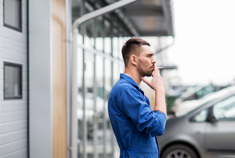21 mln złotych dziennie tracą firmy przez palaczy papierosów