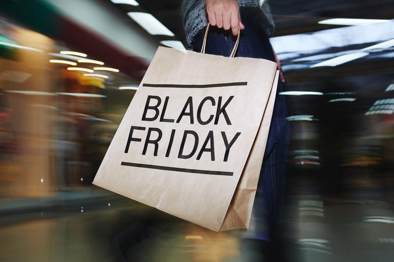 Które sklepy oferują największe zniżki w Black Friday?