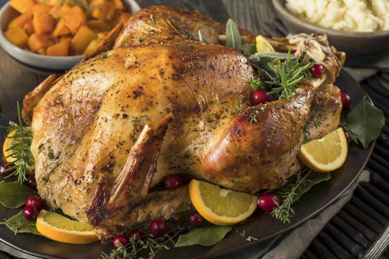Przepyszny indyk z aromatycznym nadzieniem z piersi kurczaka