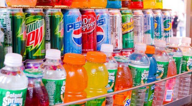 Brytyjski rząd chce zakazać sprzedaży dzieciom napojów energetycznych