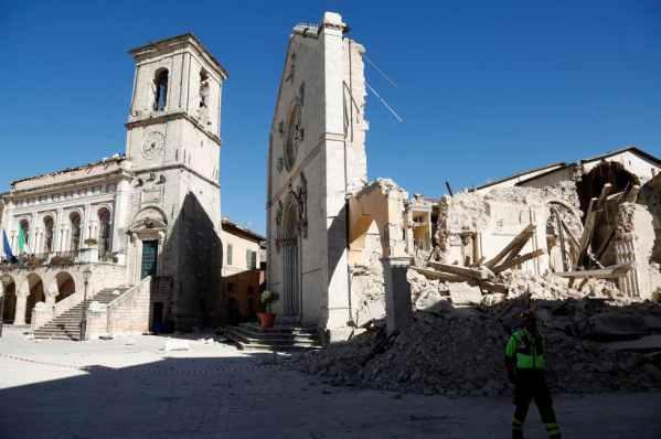 Zniszczona w trzęsieniu ziemi bazylika w Nursji zostanie odbudowana ze środków unijnych