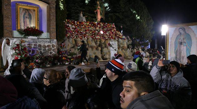 Tysiące osób przybywają do sanktuarium Matki Bożej z Guadalupew Des Plaines