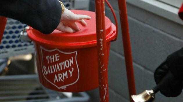 Świąteczna zbiórka Salvation Army – w puszkach były złote monety
