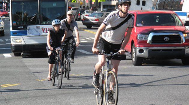 Na przedmieściach rośnie liczba wypadków z udziałem rowerzystów i pieszych