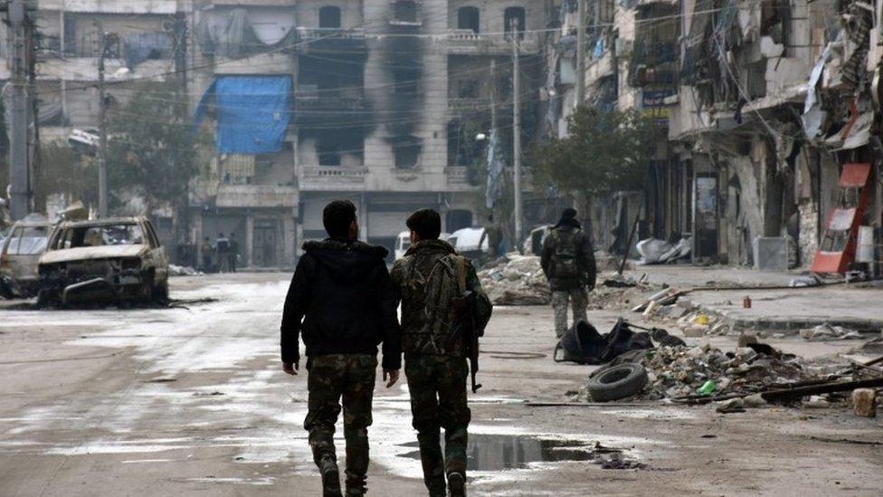 Norbert Roettgen: Rosyjskie bombardowania ludności cywilnej w północnej Syrii zbrodnią wojenną