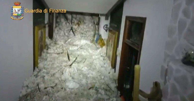 Trwa akcja we Włoszech. Pod gruzami znaleziono sześć żywych osób!