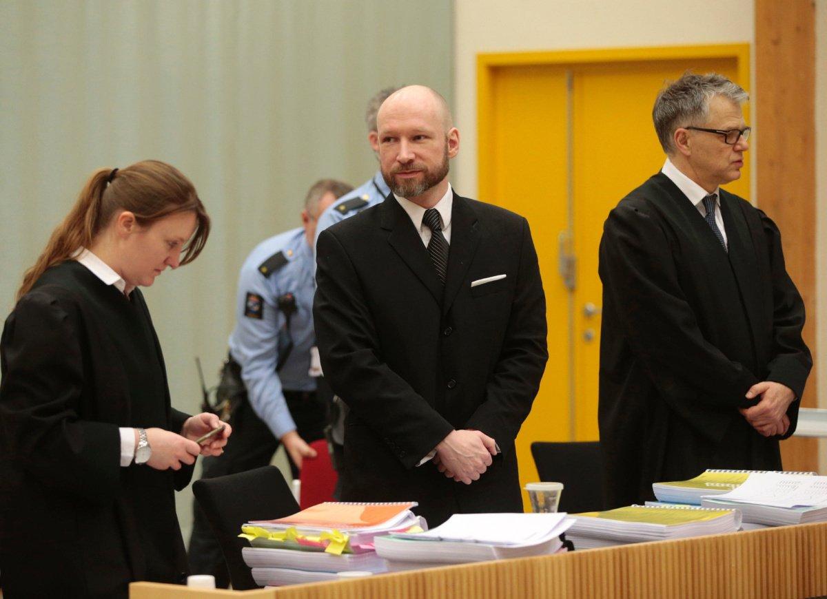 Prokurator: Breivik próbuje szerzyć swoją ideologię z więzienia
