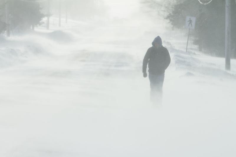 Nad Polskę powracają silne wiatry – mogą wystąpić zawieje i zamiecie śnieżne