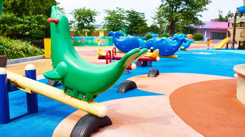 W Los Angeles chcą zakazać dorosłym wstępu na place zabaw