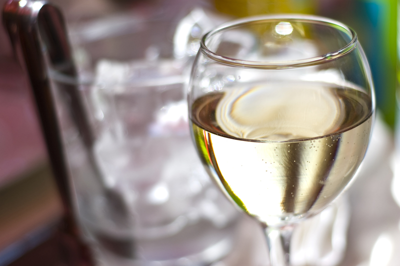 Fryzjer może serwować piwo lub wino. Nowe prawo w Kalifornii