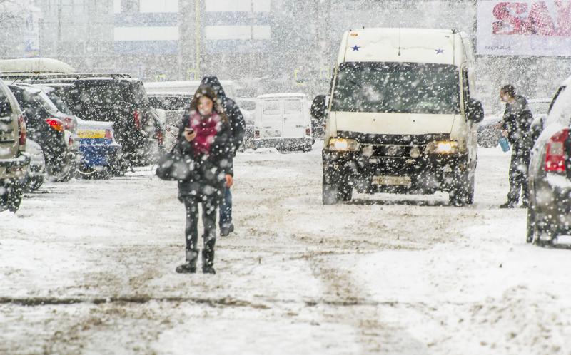 Brytyjczycy walczą z wichurami i śniegiem